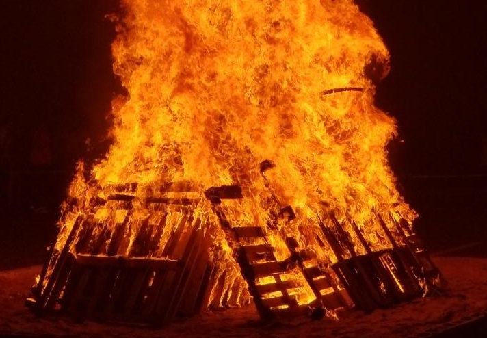 Amazing bonfire event unites community and draws 2000
