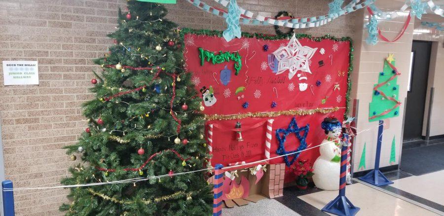 Huntington Students Deck the Halls in Celebrating Spirit Week