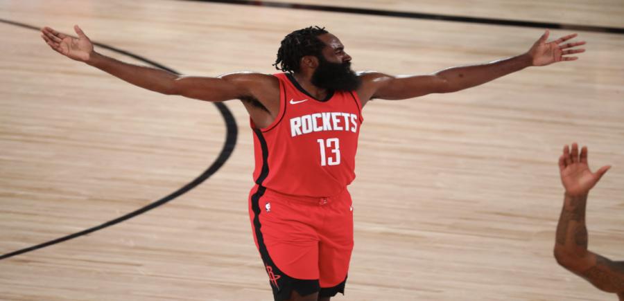 El escolta de los Houston Rockets, James Harden (13), reacciona después de recibir una falta durante la primera mitad del juego de Los Angeles Lakers durante los enfrentamientos de la NBA 2020 en AdventHealth Arena  Crédito: Kim Klement-USA TODAY Sports
